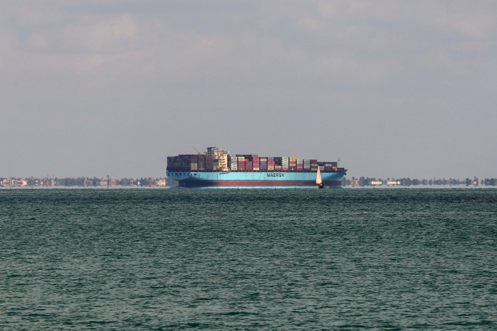 Suez Canal Authority: Resumption of navigation in the canal after resuming the stranded ship