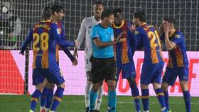 Video .. Did the Spanish El Clasico referee fatally accept a penalty kick in favor of Barcelona?