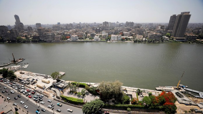 Egypt .. Health warns against contact with respiratory patients