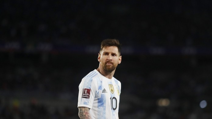 A child waiting for Messi with a strange sign and apologizing for his name because of Ronaldo: Forgive my mother, she did not know! ..