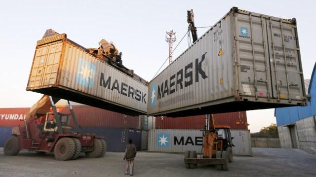 """""""Kompromis dla biznesu"""": dlaczego dostawy towarów przez Rosję mogą być bardziej opłacalne niż transport przez Kanał Sueski"""
