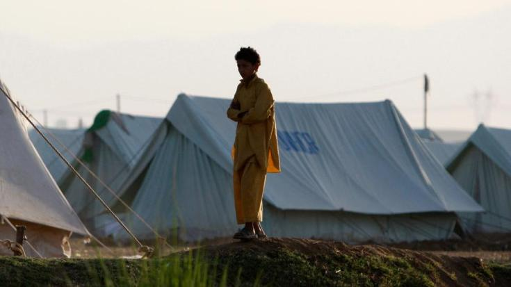 Afghan families have fled their homes in Kunduz province after days of fighting between Taliban and government forces.