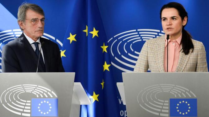 Belarusian opposition leader Sviatlana Tikhanovskaya (R) and European Parliament President David Sassoli attend a news conference, in Brussels Belgium, on September 21, 2020.