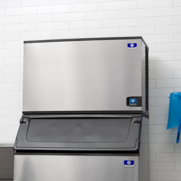 manitowoc iyt1500a indigo nxt series 48 air cooled half size cube ice machine 208 230v 3 phase 1931 lb