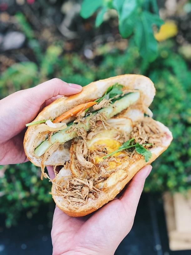 'Không phải lương thực' được đi mua thì tự làm ở nhà 7 món bánh mì giàu dinh dưỡng  1