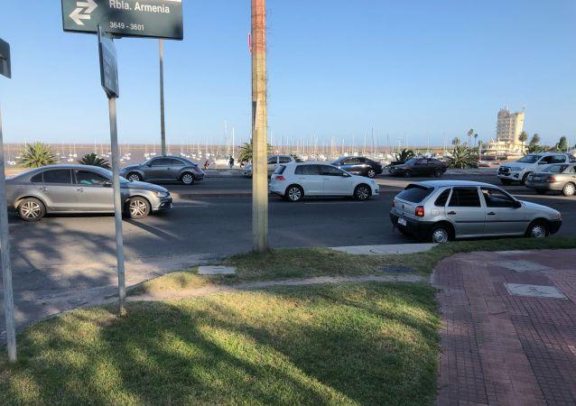 El atardecer de un domingo de primavera en la Rambla Armenia y el Puertito de Buceo, en Montevideo.