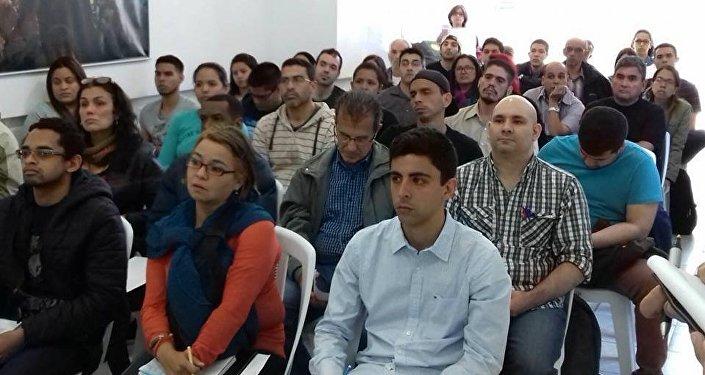 Cursos de orientación laboral para venezolanos en Uruguay, Asociación Manos Veneguayas.