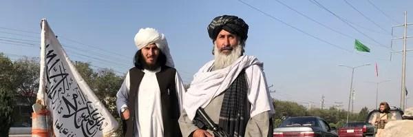 Боевик Талибана* с американской винтовкой M16 в Кабуле - Sputnik Mundo