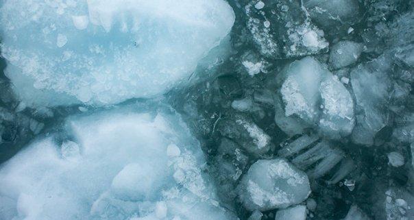 Hielo en el agua