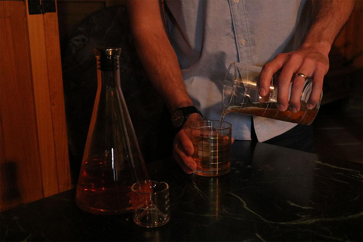 A drink set that looks like chemistry beakers