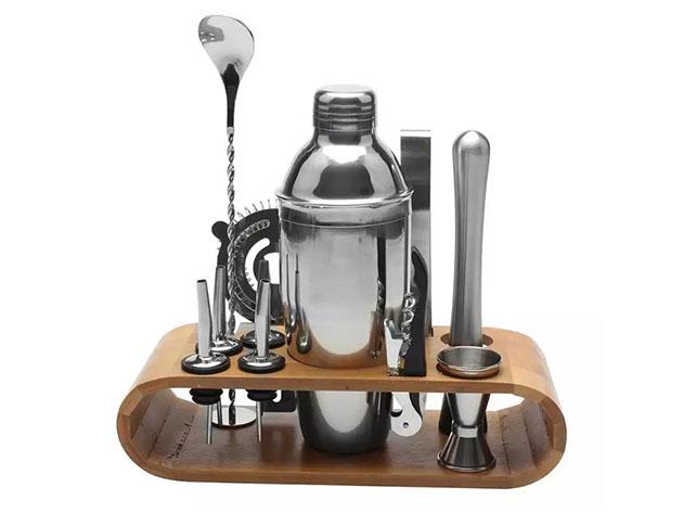 A ten-piece cocktail making set