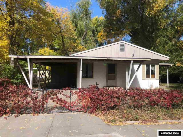 Great starter home! This property is beautiful and is waiting for the right person to come breathe new life into it. Large trees on this spacious lot, and in a neighborhood that has been getting lots of attention and development. Come check it out!