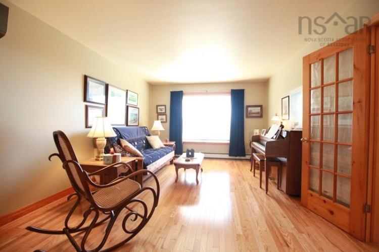 59 Long Hill Road, Mahone Bay, NS B0J 2E0, 3 Bedrooms Bedrooms, ,2 BathroomsBathrooms,Residential,For Sale,59 Long Hill Road,201924743