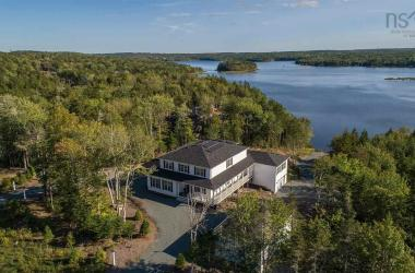 890 McCabe Lake Drive, Middle Sackville, NS B4E 0P4, 6 Bedrooms Bedrooms, ,6 BathroomsBathrooms,Residential,For Sale,890 McCabe Lake Drive,201926358