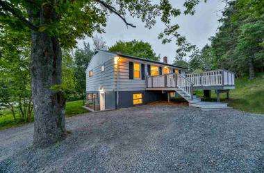 125 Dartmouth Road, Bedford, NS B4A 2L8, 5 Bedrooms Bedrooms, ,2 BathroomsBathrooms,Residential,For Sale,125 Dartmouth Road,202012716
