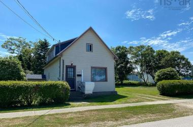 37 South East Street, Yarmouth, NS B5A 3P4, 2 Bedrooms Bedrooms, ,1 BathroomBathrooms,Residential,For Sale,37 South East Street,202013835