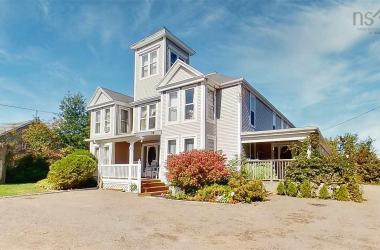 198 Main Street, Wolfville, NS B4P 1C4, 9 Bedrooms Bedrooms, ,9 BathroomsBathrooms,Residential,For Sale,198 Main Street,202020650