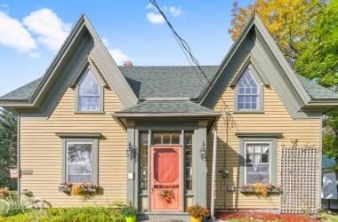 97 Edgewater Street, Mahone Bay, NS B0J 2E0, 4 Bedrooms Bedrooms, ,4 BathroomsBathrooms,Residential,For Sale,97 Edgewater Street,202020704