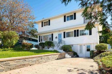 36 Erin Drive, Dartmouth, NS B2W 2B8, 4 Bedrooms Bedrooms, ,3 BathroomsBathrooms,Residential,For Sale,36 Erin Drive,202021293