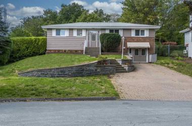 12 Robert Allen Drive, Clayton Park, NS B3M 3G8, 3 Bedrooms Bedrooms, ,4 BathroomsBathrooms,Residential,For Sale,12 Robert Allen Drive,202022162