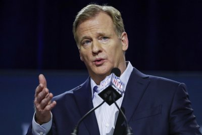 NFL, players' union at impasse on national anthem policy NFL players union at impasse on national anthem policy