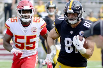 Drama on offense, lackluster D haunts Steelers early Drama on offense lackluster D haunts Steelers early