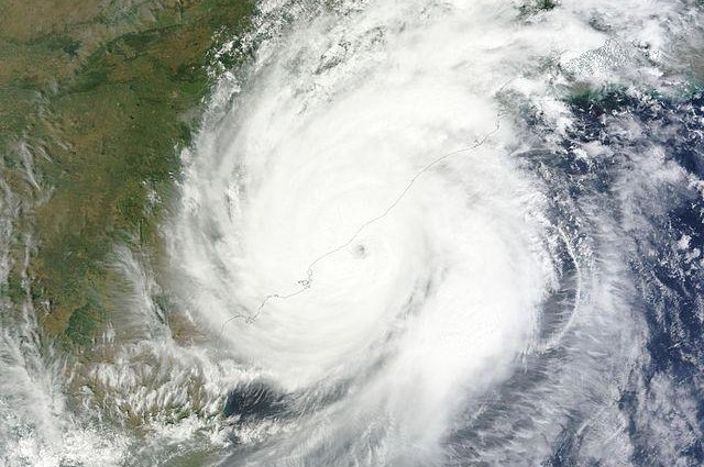 At Least Six Dead As Cyclone Hudhud Slams India S East