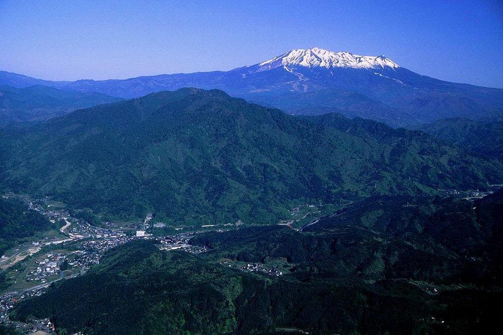 Japanese Volcano Eruption Traps Hikers Injures Dozens