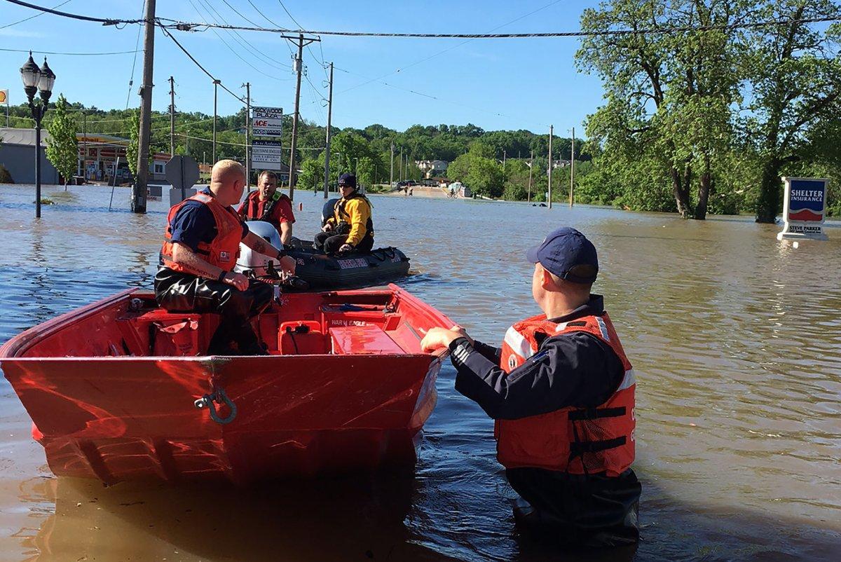 St Louis Area Residents Evacuated Amid Flooding