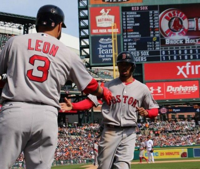 Late Rally Pushes Boston Red Sox Past Detroit Tigers