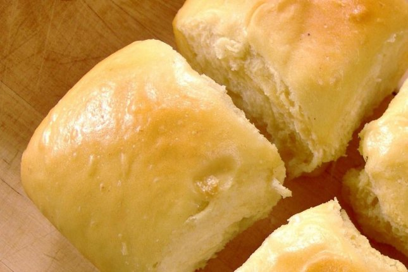 Man files lawsuit over 'Hawaiian rolls' not being made in Hawaii