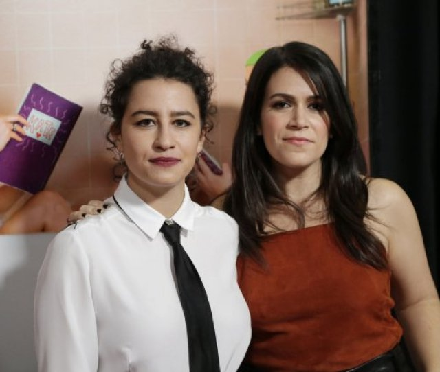 Ilana Glazer L And Abbi Jacobson Attend The New York Premiere Of Sisters On December 8 2015 The Pair Play Ilana Wexler And Abbi Abrams On Broad City