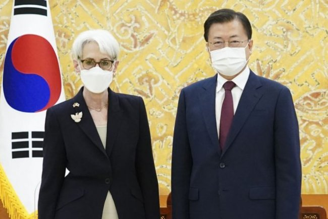 South Korean President Moon Jae-in meets with U.S. Deputy Secretary of State Wendy Sherman at the presidential Blue House on Thursday. Photo courtesy of Republic of Korea Blue House/EPA-EFE