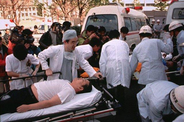 Atak gazowy w metrze w Tokio przeprowadzony przez sektę Aum Shinrikyō