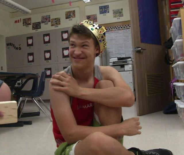 Classmates Make Special Ed Students Senior Year Unforgettable Elect Him As Homecoming King Abc7 Com