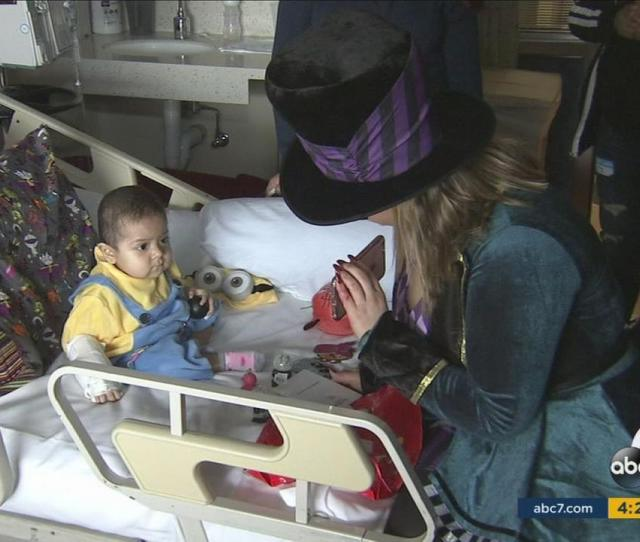 Singer Chiquis Rivera Delivers Halloween Gifts In Childrens Hospital La Abc Com