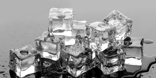 6 Manfaat Es Batu untuk Kesehatan, Jangan Anggap Sepele | merdeka.com