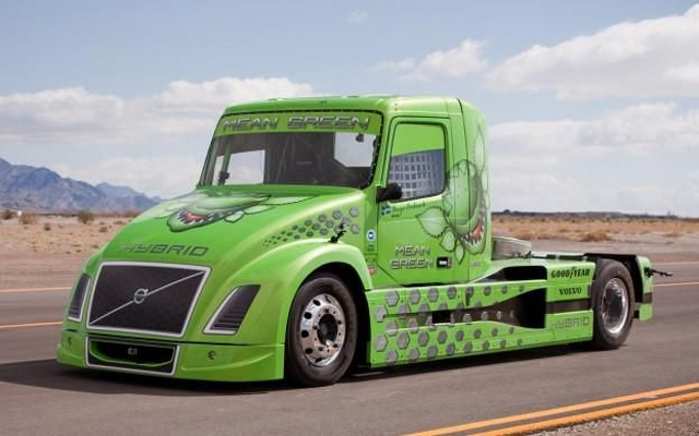 Fastest Diesel Truck >> Volvo S Mean Green Is World S Fastest Hybrid Truck Ubergizmo