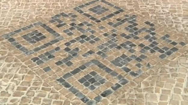 sidewalk-qr-codes