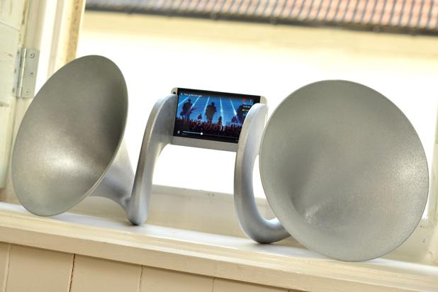HTC-One-Gramohorn-II
