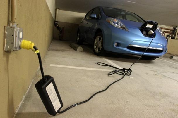 nissan-leaf-arrest-steal-electricity