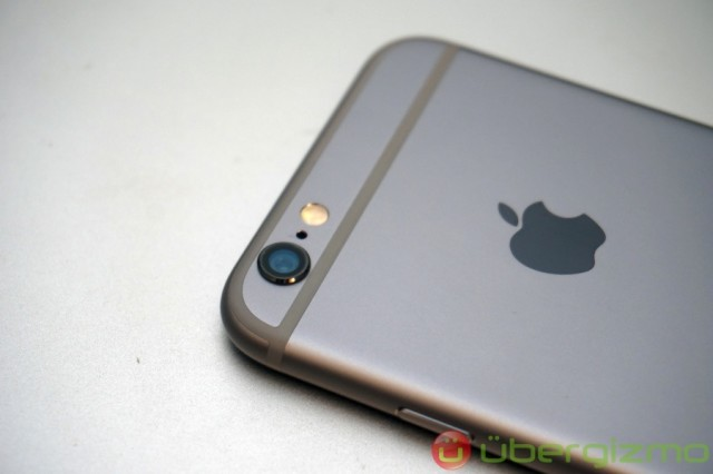 8-megapixel iSight camera with True Tone flash
