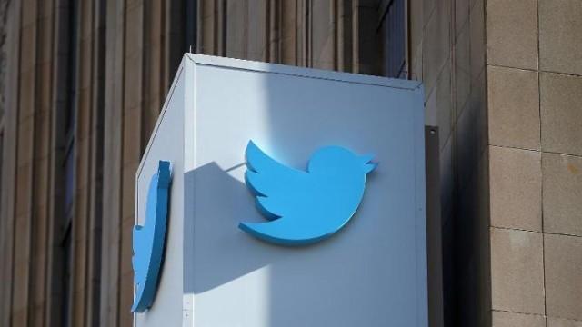 twitter-sign-outside
