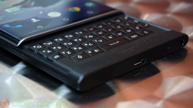 blackberry-priv-review_ubergizmo_06