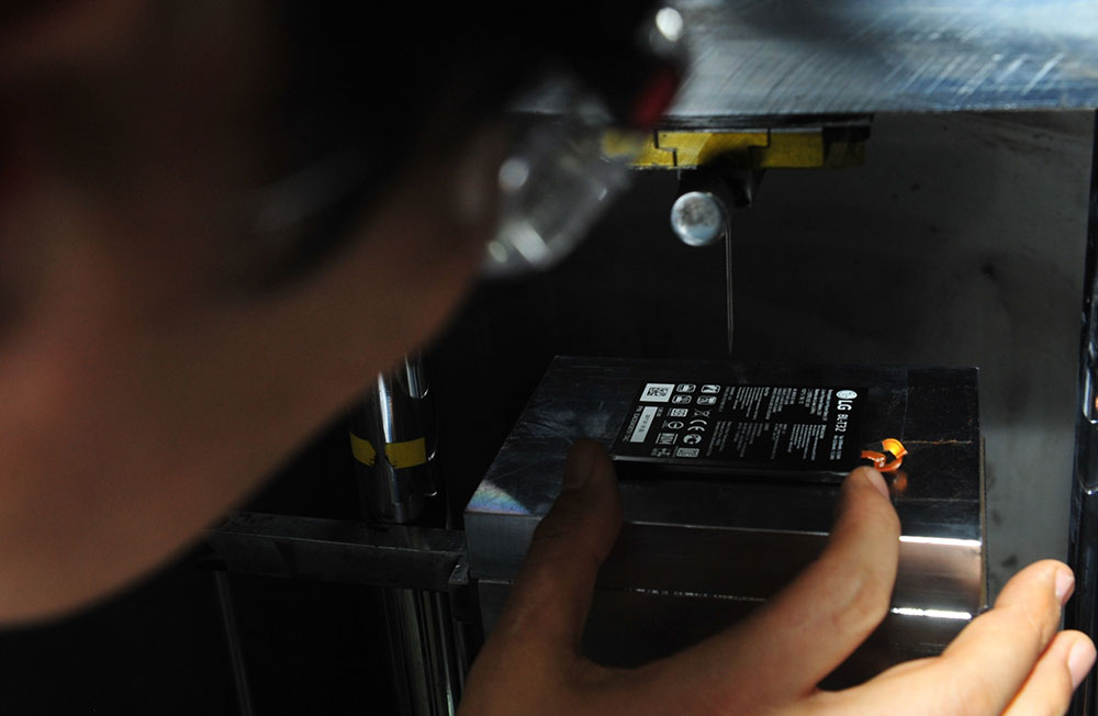 LG G6 Battery Goes Through Rigorous Testing | Ubergizmo