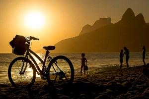 pôr do sol na Praia de Ipanema, Rio de Janeiro