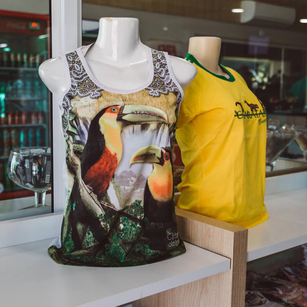 Camisas vendidas na lojinha da Helisul