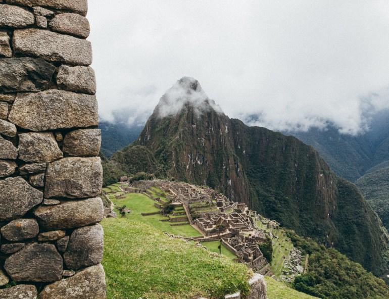 A cidade de Machu Picchu. Ao fundo, a Montanha Huayna Picchu