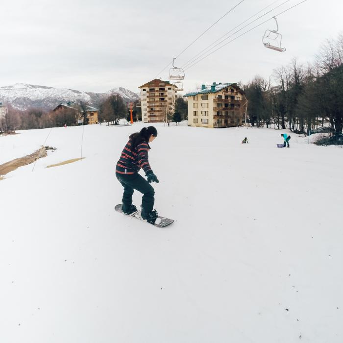 """Seguro Viagem América do Sul - Se você for esquiar ou praticar snowboard, confira se o seu seguro cobre a atividade. Geralmente, os seguros que cobrem apresentam a palavra """"esporte"""" na apólice."""