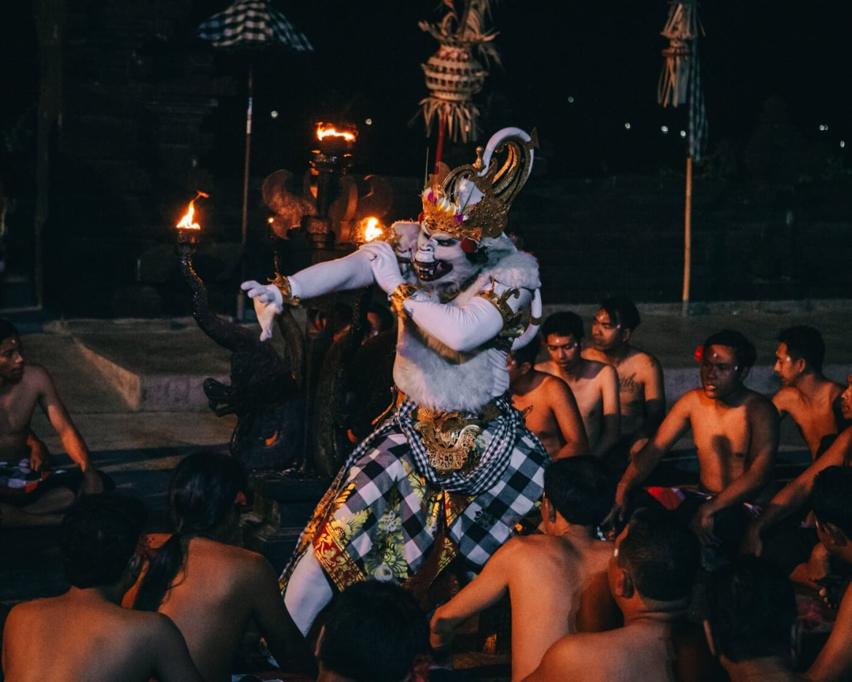 Kecak Dance - Macaco Branco